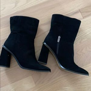 Vince camuto black booties size 9.5